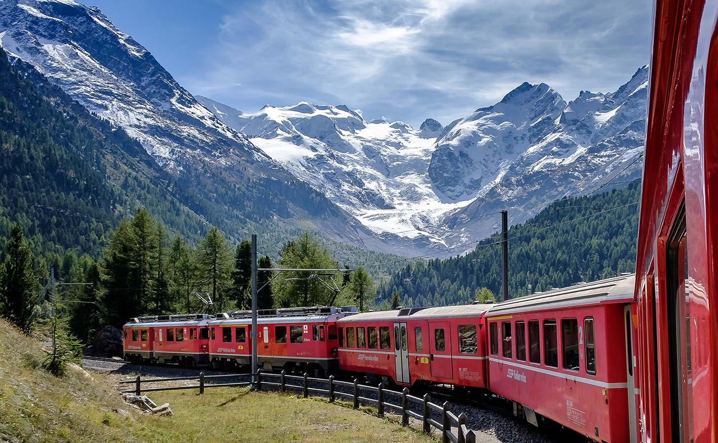 Bernina-Express in the Montebello curve, Pontresina, Switzerland. Photo: Andreas Stutz / Unsplash